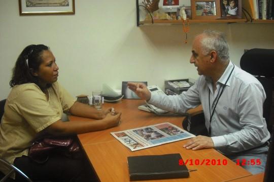 La diputada a la Asamblea Nacional Reunida con el Dr. Lucas director de la clinica ALFA